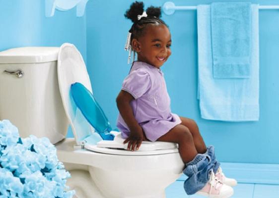 Togliere il pannolino dieci consigli per farlo serenamente - Cambio pannolino in bagno ...
