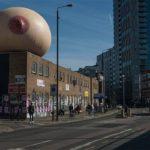 Allattamento: un seno gigante a Londra