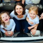 Viaggio in auto con i bambini: come organizzarsi al meglio